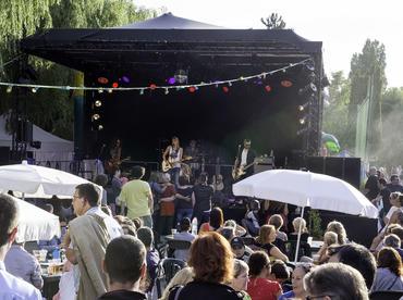 Apéros-concerts à Chalmpigny plage